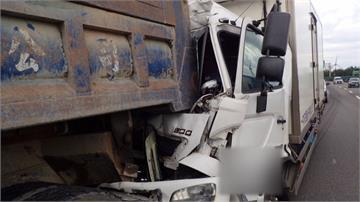 台61線貨車直撞砂石車 兩駕駛一度受困