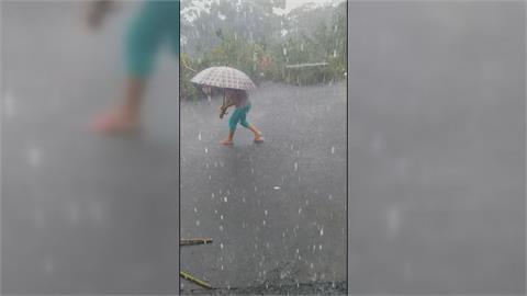 台南東山下冰雹雨 粉圓大小民眾驚奇