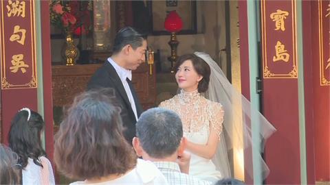 林志玲、AKIRA結婚兩週年!「愛心不落人後」贈新北正壓檢疫亭