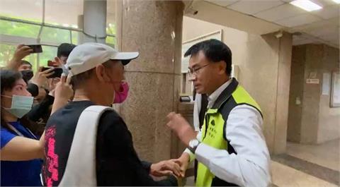 快新聞/重啟對話! 陳吉仲握手迎接 潘忠政強調三接應遷離大潭海岸
