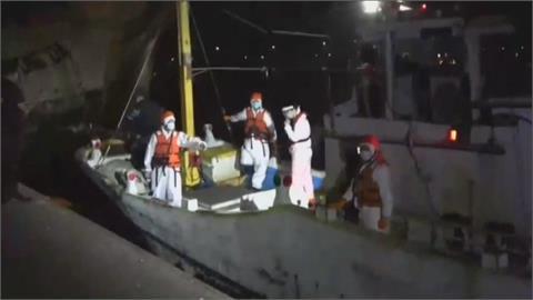 換船長難逃海巡法眼 漁船載26名越南偷渡客高雄外海遭攔