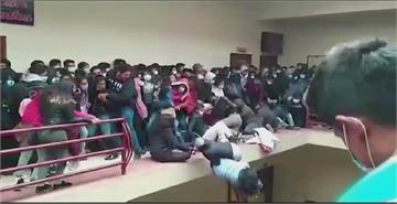 護欄不堪負荷垮塌 玻國大學生至少5死