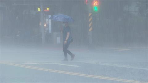 快新聞/全台19縣市豪、大雨特報 台中北屯一級、新竹縣北埔二級淹水警戒