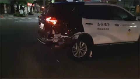 男子疑滑手機分心 追撞路口待轉警車「交車才3個月」