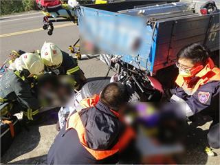 快新聞/新竹母載2子突猛撞小貨車後斗 1大1小送醫不治另1男童重傷