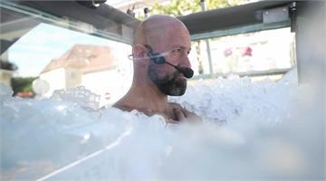 奧地利運動員裸身浸冰塊兩個半小時 締造世界紀錄