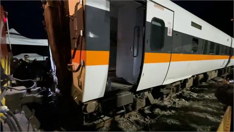 太魯閣號出軌/「捲揚機」協助作業 第4節車廂拉出隧道