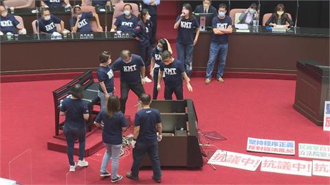 要求官員道歉占1/4 國黨「案海戰術」無理提案曝光
