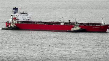 油輪疑遭偷渡客劫持 英軍出動救援逮人