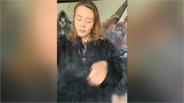 法拉利姐扮猩猩逛動物園 直播求粉絲「斗內」