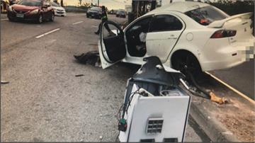 轎車失控撞斷百萬測速桿 駕駛竟落跑