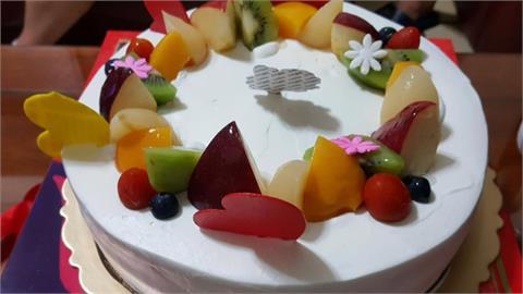 花千元買母親節蛋糕太樸素 再也不去了!十年老顧客怒批「半成品」