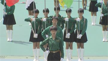 睽違九年!「小綠綠」樂儀旗隊重返國慶表演 北一女150名隊員冒雨彩排「備戰演出」