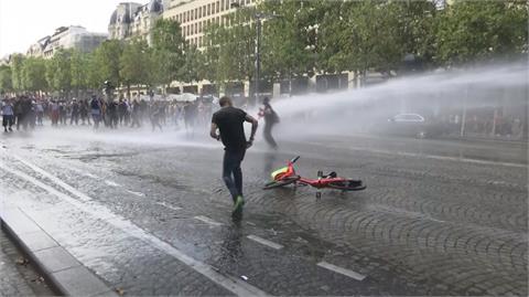 歐洲多國示威反疫苗 法國16萬人上街爆衝突