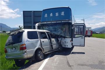 遊覽車與小客車相撞 車禍釀2死6傷
