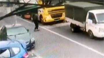 桃園90歲老翁貪快直穿馬路 遭油罐車撞倒輾斃