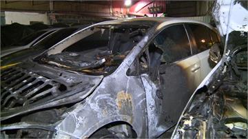 停車場傳爆炸聲!驚見汽車遭火吞噬