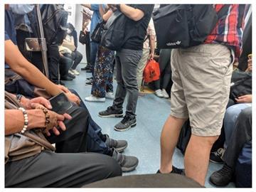 Delta入侵!鄉民曝「台鐵通勤車廂爆滿」 網諷:病死和餓死2選1