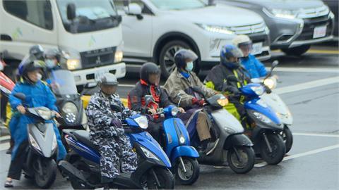 快新聞/雨彈來了! 桃竹10縣市大雨特報 嚴防雷擊、強陣風