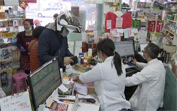 快新聞/北市聯醫推領藥「得來速」 藥師公會抗議:與中央政策相左