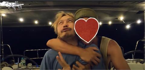 KID拍MV送動力火車!「小鬼」驚喜現身惹哭粉絲 網鼻酸:洋蔥太大顆
