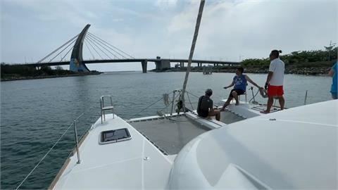 大鵬灣內玩SUP立槳、搭雙體帆船遊艇直達小琉球只要一個半小時!