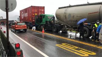 快新聞/離家剩200公尺! 騎士遭化學車追撞 應聲被推撞前方貨櫃車慘被夾死