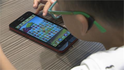 學童視力退步難察覺 這幾個小動作是近視徵兆