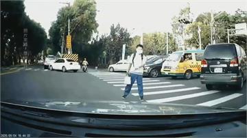 行人揮手示意「車先過」仍被開單 駕駛批陷阱