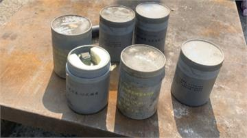 恐怖!警局送報廢鐵櫃要回收 竟藏桶裝手榴彈、信號槍