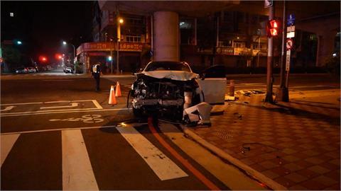 闖紅燈!轎車撞上計程車害運將受傷