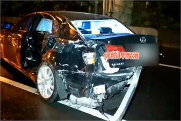轎車打滑轉圈撞小黃  2車釀4傷