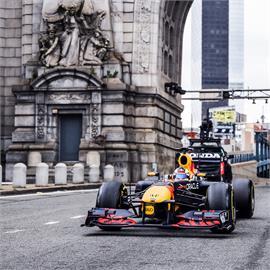 F1進攻美國市場 紅牛冠軍賽車紐約街頭飆速