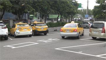 計程車司機每人可補貼3萬紓困金!監理站湧申辦人潮