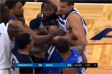 NBA全武行不斷 魔術、灰狼鉤拳大戰鎖喉功