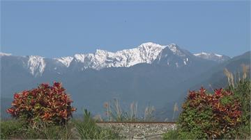 如富士山美景...奇萊連峰白雪皚皚!花蓮平地抬頭就能賞雪景