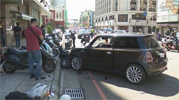 汽車暴衝對向撞整群機車釀10傷 七旬女駕駛辯:有騎士逼車 是機車來撞我