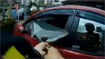 男童誤觸車鑰匙上鎖 車內溫度飆高警急破窗