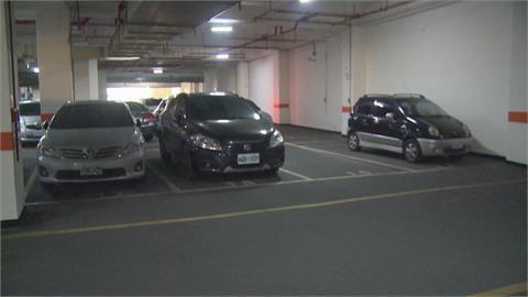 停車格好小!陽明大樓洽公考驗停車技術