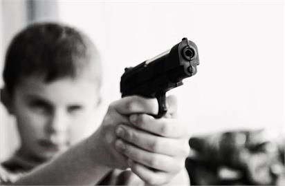 美上訴法院法官撤銷先前裁定 21歲以下仍禁買槍