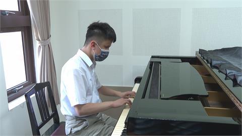 黃崇恩因早產施明 琴技精湛考上音樂班 奪視障音樂節首獎