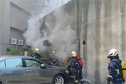 快新聞/濃煙狂竄! 嘉義市友孝路建築物1樓大火 緊急救出3人