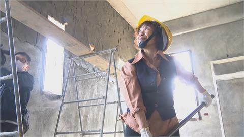 身高不到140女泥水工 年近7旬竟能扛50公斤