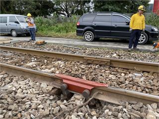 快新聞/鋼軌銜接處有15公分裂縫! 台鐵急修復已雙向通車