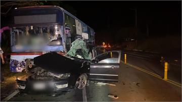 疑車速過快失控狠撞大客車 小客車駕駛不治