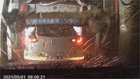洗車場遇三寶! 前車洗完往後撞 還連衝兩次