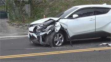撞況多!物流車逆向衝進車道 駕駛動彈不得新竹老翁疑闖燈轉彎 撞上對向轎車90度側翻