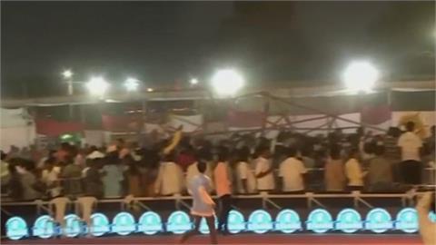 觀眾席整排倒!印度卡巴迪賽上百人傷送醫