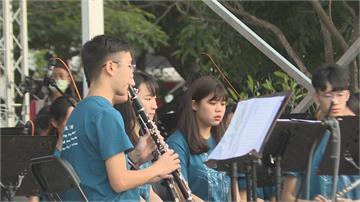 嘉市國際管樂節草地音樂會 民眾席地聆聽