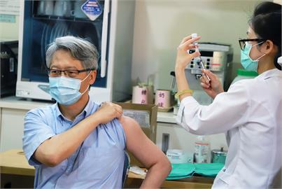 快新聞/接種AZ疫苗 中研院長廖俊智:學界看法「打比不打好」